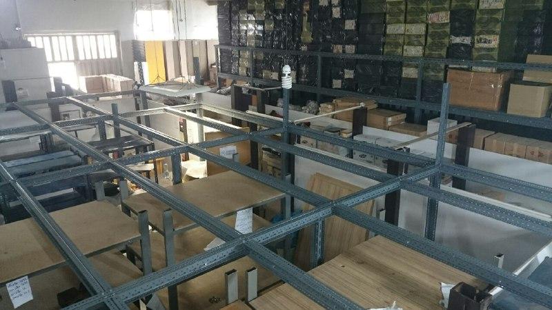 نیم طبقه مشبک و بالکن بندی صنعتی